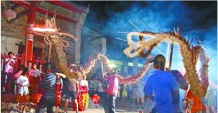 禾斋节,敲锣鼓、舞火龙、吃糍粑…… 韶关800年古村沸腾起来了